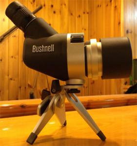 Telescopio Bushnell Spacemaster sobre tripode